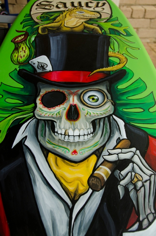 Dia de los muertos skull holding a cigar and wearing a tophat