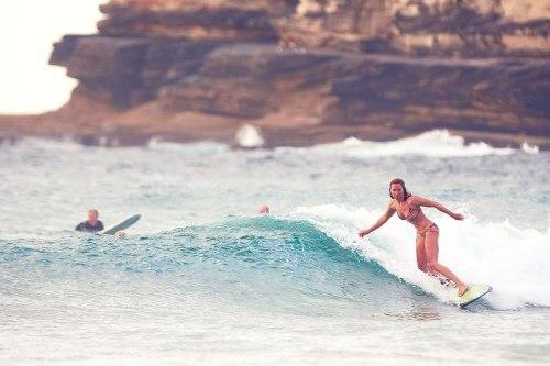 Aquabumps photo of Claudia surfing